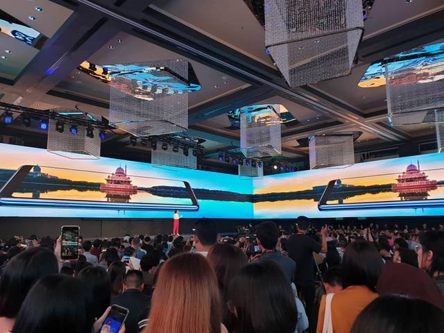 Samsung gây sốc, tung smartphone 4 camera đầu tiên trên thế giới - 3