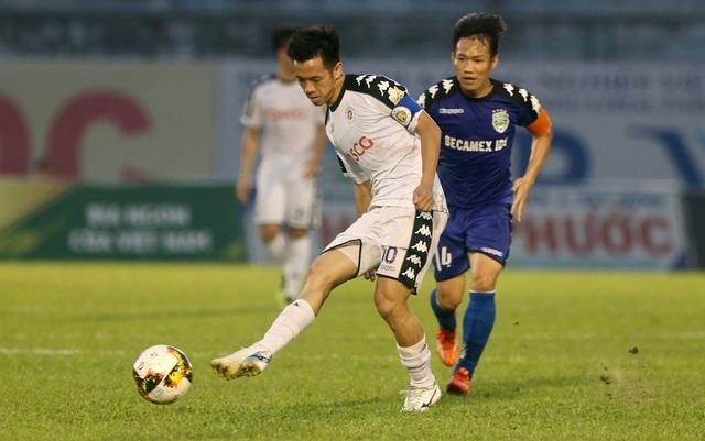 Dù là tân vô địch V-League, nhưng CLB Hà Nội gặp nhiều khó khăn trước B.Bình Dương đầy kinh nghiệm