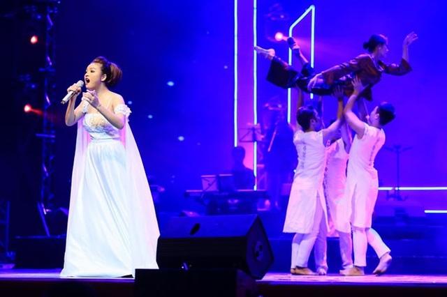 Nguyễn Thùy Liên thể hiện đầy cảm xúc trong đêm chung kết và vượt lên giành giải Nhất.