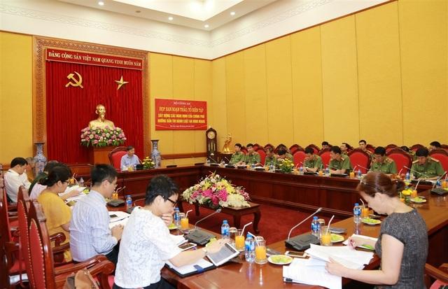 Bộ trưởng Bộ Công an, Thượng tướng Tô Lâm, Trưởng Ban soạn thảo Luật an ninh mạng chủ trì cuộc họp.
