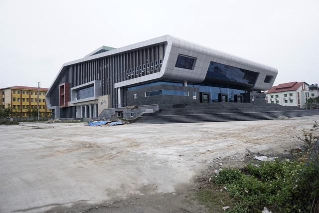 Nhà hát trăm tỷ được huyện Đan Phượng khởi công từ năm 2012 vẫn chưa đi vào hoạt động chính thức