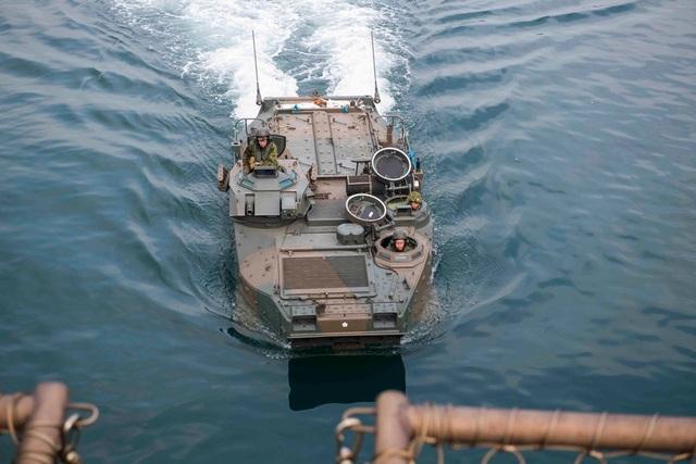Chính quyền Thủ tướng Shinzo Abe đã tiến hành nhiều biện pháp để tăng cường sức mạnh quân đội, mở rộng ngân sách và bổ sung thêm các đơn vị mới. Các tàu chiến Nhật Bản gần đây đã tập trận tại Ấn Độ Dương và tàu ngầm Nhật Bản lần đầu tập trận ở Biển Đông trong tháng 9.