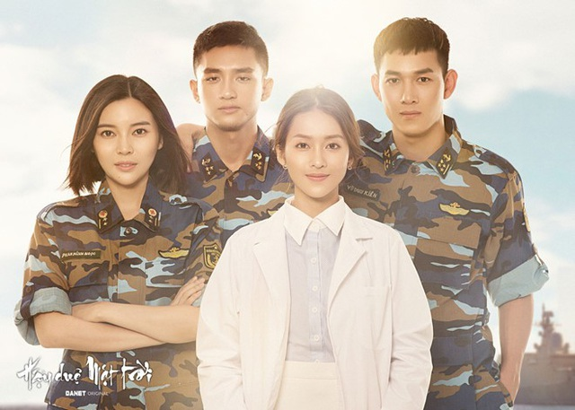 Hậu duệ mặt trời được mua bản quyền và chuyển thể từ bộ phim nổi tiếng của Hàn Quốc, đây cũng là bộ phim hiếm hoi của Việt Nam về đề tài người lính. Thế nhưng chỉ trong 8 tập phát sóng đầu tiên đã gây nhiều tranh cãi. Nếu trước đó nhiều ý kiến đến từ diễn xuất của dàn diễn viên chính thì lần này nhận được phản hồi về chuyên môn từ Bộ Quốc phòng.