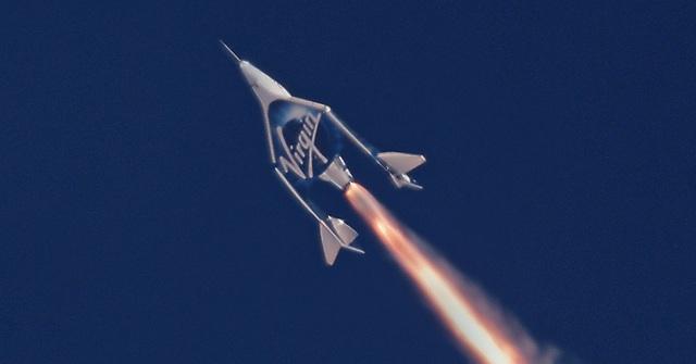 Với giá vé lên tới 250.000 USD đặt cọc nhưng đã có tới hơn 700 người đăng ký với công ty Virgin Galactic để có thể có mặt trong chuyến bay đầu tiên vào vũ trụ theo dạng thương mại.