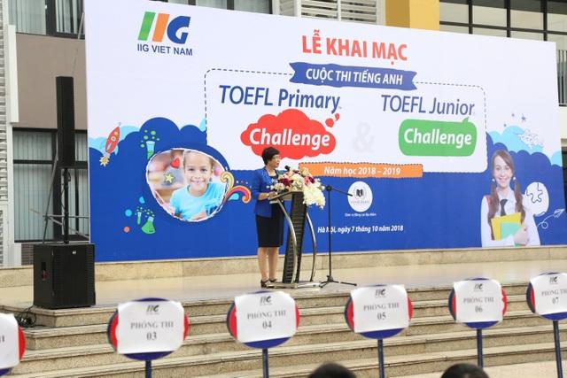 Bà Bùi Thị Minh Nga – Phó Trưởng phòng Giáo dục Phổ thông, Sở GD&ĐT Hà Nội phát biểu chào mừng tại Lễ khai mạc TOEFL Challenge 2018-2019