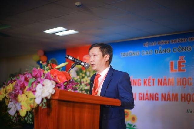 Chủ tịch HĐQT, TS quản lý giáo dục Lê Đại Hùng phát biểu tại buổi lễ. Ảnh Mai Nhung
