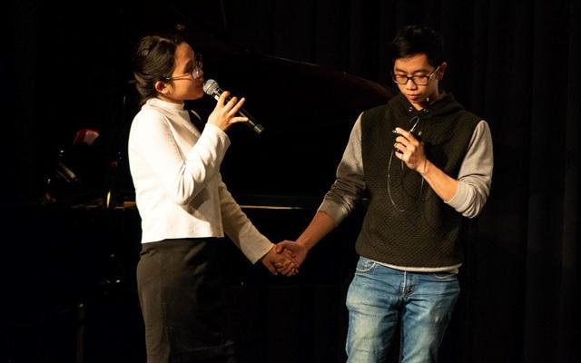Cặp đôi Thúy Phượng – Duy Tùng ngọt ngào với giai điệu Nơi tình yêu bắt đầu. (Ảnh: Minh Quân)