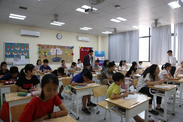 Các thí sinh chuẩn bị làm bài thi