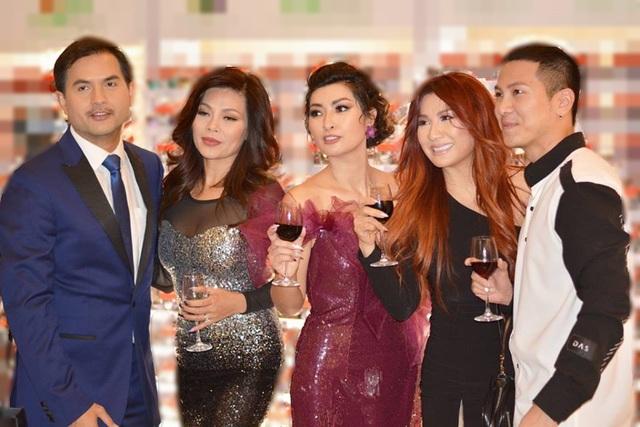 Mai Tiến Dũng cùng diễn viên Đức Tiến, ca sĩ Ngọc Anh và Trizzie Phương Trinh, ca sĩ Nguyễn Hồng Nhung.