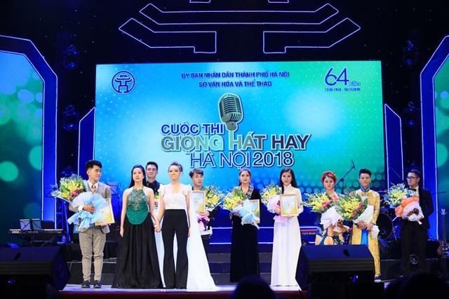 Các thí sinh tham dự đêm chung kết Giọng hát hay Hà Nội.