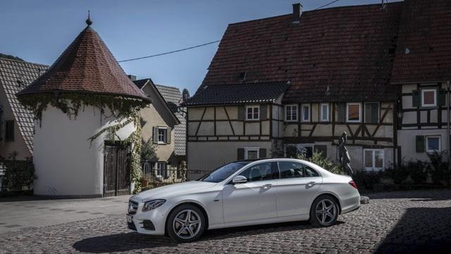 Mercedes-Benz ra hai phiên bản hybrid cho dòng E-Class - 16