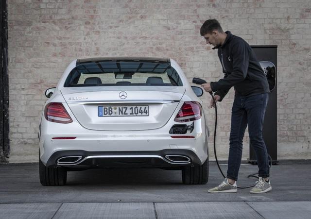 Mercedes-Benz ra hai phiên bản hybrid cho dòng E-Class - 18