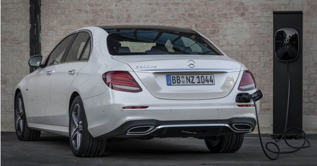 Mercedes-Benz ra hai phiên bản hybrid cho dòng E-Class - 19