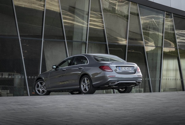 Mercedes-Benz ra hai phiên bản hybrid cho dòng E-Class - 8