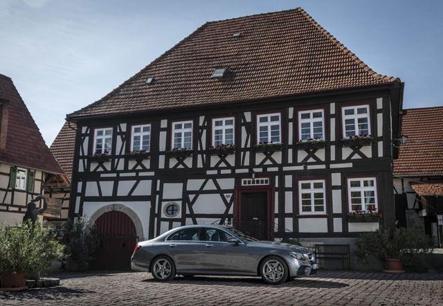 Mercedes-Benz ra hai phiên bản hybrid cho dòng E-Class - 4
