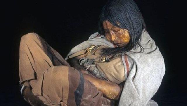 Thiếu nữ người Inca chết cóng trong mộ băng suốt 500 năm.