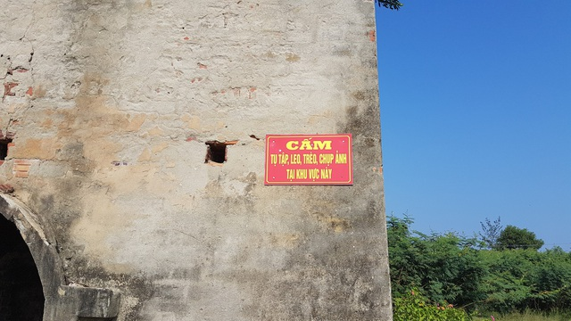Chính quyền địa phương đặt biển cảnh báo