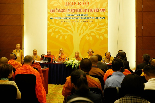 Đại diện Giáo hội Phật giáo Việt Nam và đại diện Ủy ban quốc tế tổ chức Đại lễ Phật đản Liên Hợp Quốc Vesak họp báo thông tin về Vesak 2019. (Ảnh: Quý Đoàn)