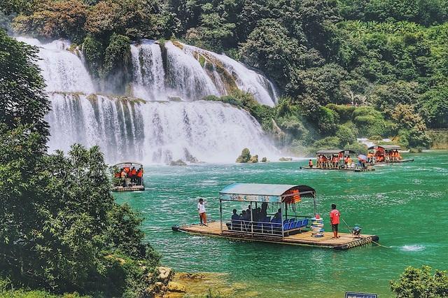 Thác Bản Giốc – địa điểm thu hút khách đông đảo khách du lịch đặc biệt là khách nước ngoài. Ảnh: Thanh Thúy