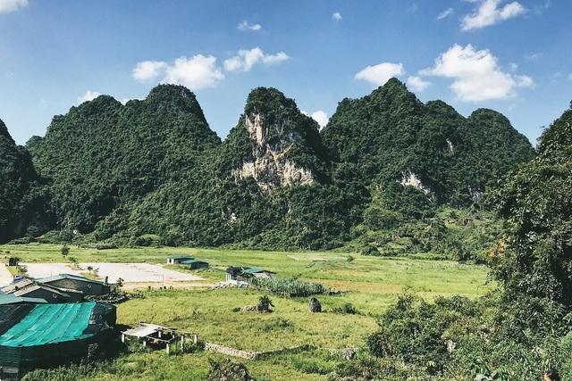 Cao Bằng là địa danh thuộc vùng núi Đông Bắc, được bao quanh bởi bốn về núi non hùng vĩ. Ảnh: Thanh Thúy