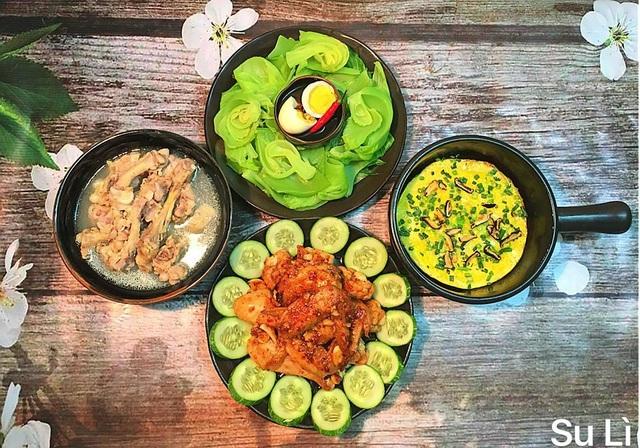 Dù bận bịu công việc và chăm sóc con cái nhưng hàng ngày chị Nguyễn Tâm (SN 1983) ở Hà Nội vẫn dành thời gian vào bếp, nấu ăn cho cả gia đình. Những bữa cơm do chị nấu không chỉ đảm bảo chất dinh dưỡng mà còn được trình bày đẹp mắt, hấp dẫn.