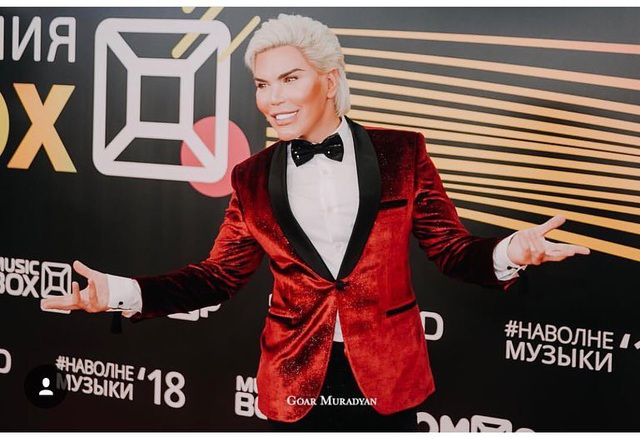 Rodrigo Alves, 32 tuổi hiện rất nổi tiếng và đắt show sự kiện. Anh có gần 800 nghìn lượt theo dõi trên trang cá nhân Instagram