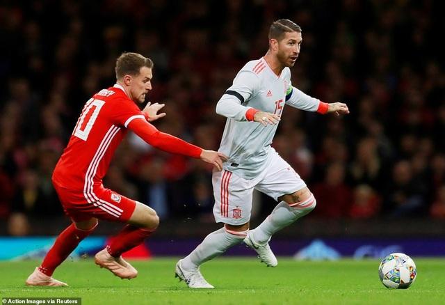 Xứ Wales thảm bại trước Tây Ban Nha trên sân nhà - 10