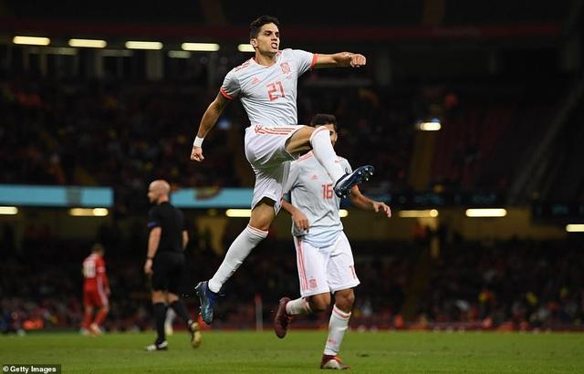 Trung vệ Bartra ghi bàn nâng tỷ số lên 4-0 cho Tây Ban Nha