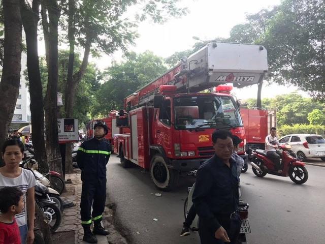 Xe chữa cháy, xe thang đã được huy động đến hiện trường vụ cháy.