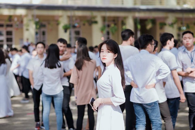 """Trên mạng xã hội Cẩm Nhung có hơn 120 nghìn lượt theo dõi, hiện tại đoạn video khiến cư dân mạng """"xao xuyến"""" vẫn được lan truyền rộng rãi khắp các diễn đàn."""