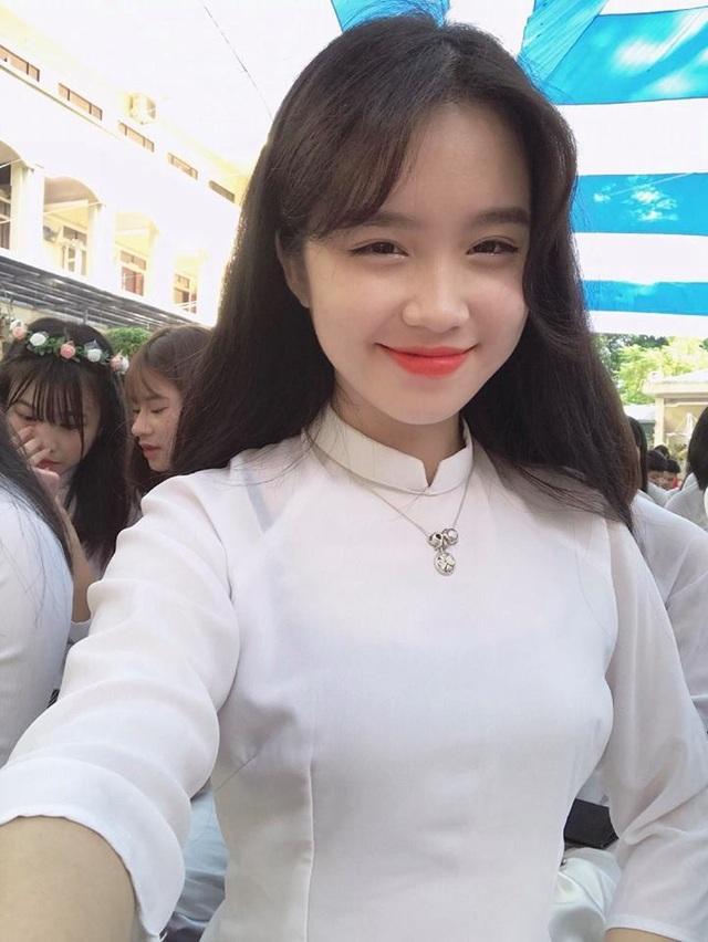 """Được biết nhân vật chính của đoạn video gây """"bão mạng"""" này chính là Trần Cẩm Nhung đến từ Quảng Ninh. Cô cũng hết sức ngạc nhiên nhưng cũng khá bối vì sự nổi tiếng """"bất đắc dĩ"""" này."""
