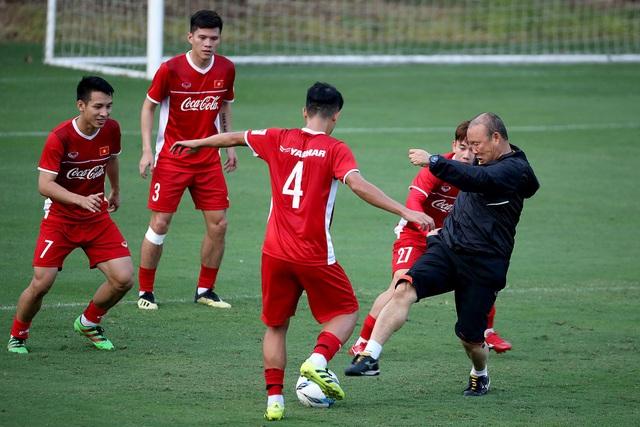Theo hậu vệ Bùi Tiến Dũng, đội tuyển Việt Nam là một tập thể rất đoàn kết - Ảnh: Gia Hưng