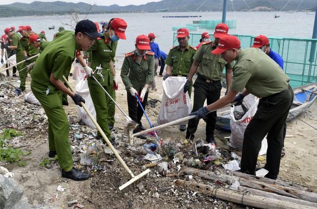 Trong 3 tháng, các cấp Hội đã tổ chức 13.039 đợt ra quân với 99.364 đoàn viên, thanh niên, học sinh tham gia các hoạt động làm sạch biển