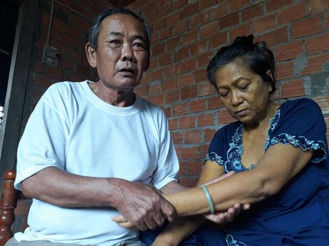 Ông Sơn mắc bệnh tim còn vợ bị u gan ác tính trong khi tài sản trong nhà không còn gì giá trị.
