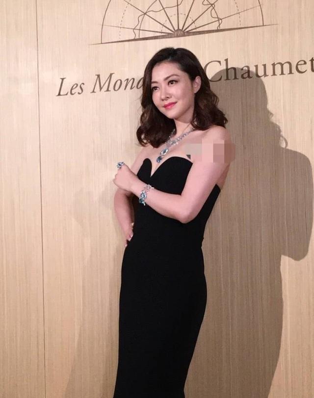 Đầu năm 2018, Lâm Đại Hùng xác nhận cô mang thai lần đầu. Vợ chồng Lâm Đại Hùng đón cặp sinh đôi hai gái vào tháng 4/2018. Cô chuyển sang kinh doanh thời trang trong thời gian mang bầu và hạnh phúc khi nhận được sự hỗ trợ của ông xã.