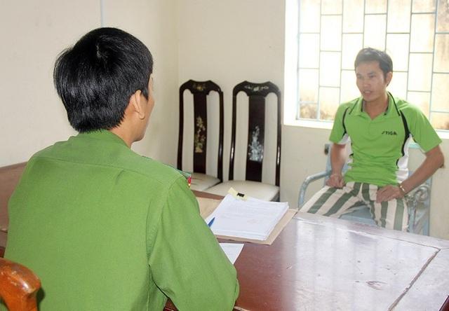 Lê Văn Tuấn tại cơ quan công an