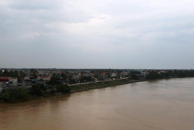 Làng Nguyệt Viên nằm bên bờ sông Mã.