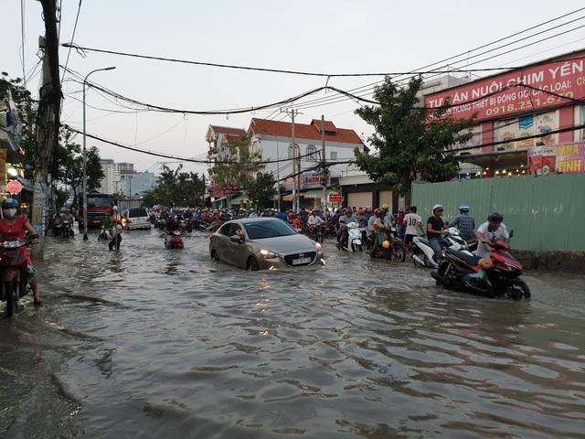 """""""Tình Sài Gòn"""" trong những ngày mênh mông nước ngập - 4"""