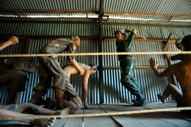 Những đòn tra tấn rùng rợn được tái hiện lại ở nhà tù Phú Quốc.