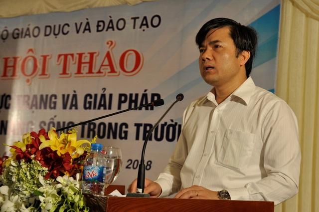 Phó Vụ trưởng phụ trách Vụ Giáo dục chính trị và Công tác HSSV (Bộ GD&ĐT) Bùi Văn Linh chủ trì hội thảo.