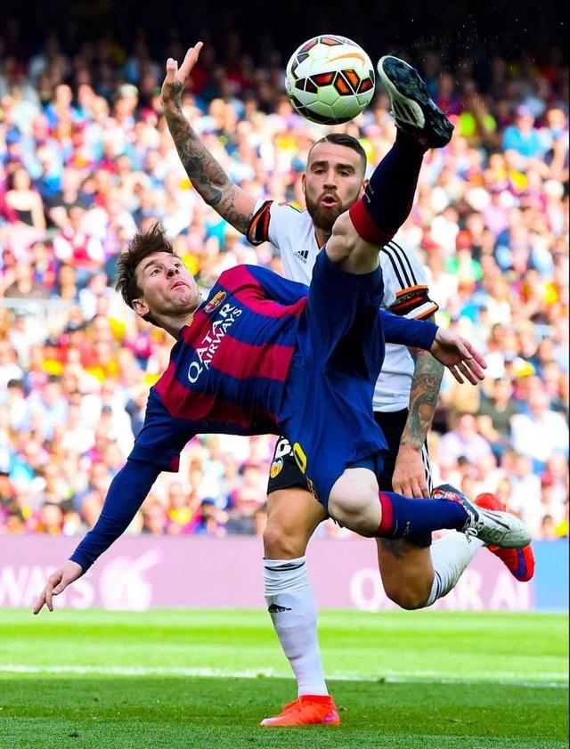 Messi (trái) sẽ góp mặt trong chương trình truyền hình thực tế của Cirque du Soleil