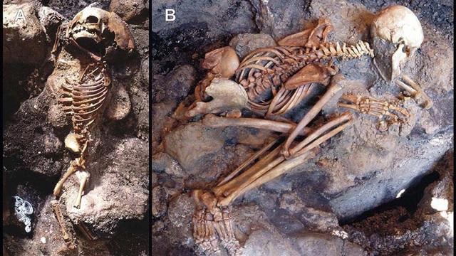 Bộ xương hai nạn nhân, một người lớn một trẻ nhỏ trong thảm họa núi lửa Vesuvius.