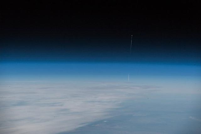 Phi hành gia người Đức Alexander Gerst đang làm việc trên ISS đã chụp lại khoảnh khắc tên lửa đẩy tàu vũ trụ Soyuz rơi. Ảnh: TWITTER