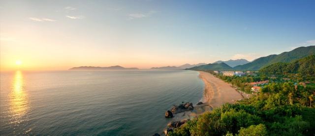 Khu phức hợp nghỉ dưỡng Laguna Lăng Cô tại vùng vịnh Lăng Cô mô phỏng những nét tương đồng với vịnh Thâm Thủy