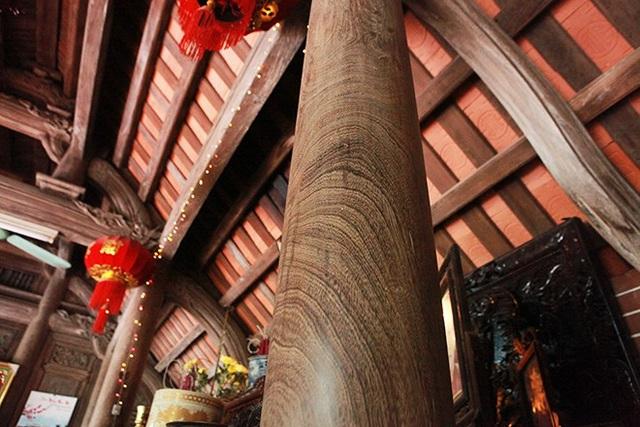 ….cho đến những cây cột lớn trong nhà