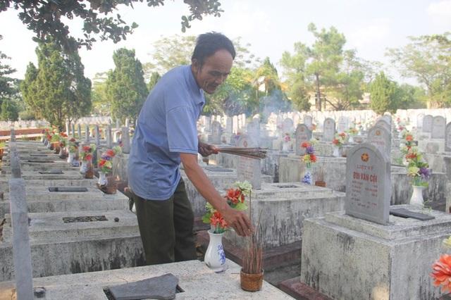 Gần 2.000 phần mộ tại Nghĩa trang ông đều năm thông tin và được chăm sóc chu đáo.