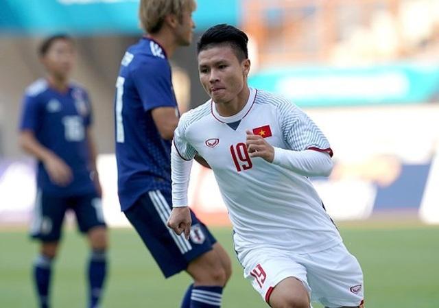 Từ chỗ chỉ ngồi dự bị ở đội tuyển Việt Nam cách nay 1 năm, Quang Hải hiện đã thay đổi đáng kể vị thế, trở thành ngôi sao số 1 của đội tuyển