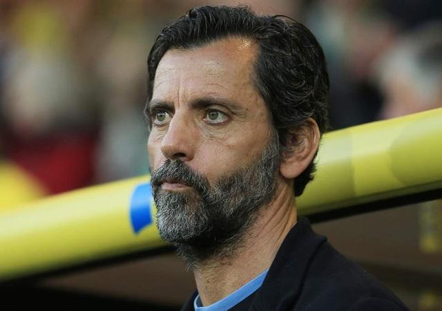 HLV Quique Flores từng dẫn dắt nhiều CLB ở Tây Ban Nha như Valencia, Atletico Madrid, Getafe. Thậm chí, ông từng giúp Atletico Madrid giành chức vô địch Europa League mùa giải 2009/10. Dù vậy, sau giai đoạn không thành công ở Espanyol mùa giải trước, ông đã bị sa thải. Tới nay, HLV này vẫn chưa tìm được CLB mới.