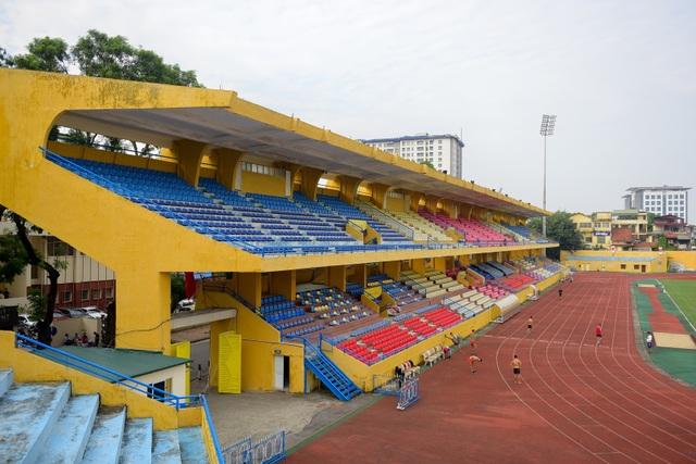 Thời điểm hiện tại, sân có sức chứa khoảng 22.500 chỗ ngồi. Dự kiến, sau đợt cải tạo này, sức chứa sân Hàng Đẫy vẫn khoảng hơn 20.000 chỗ ngồi.