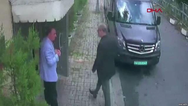 Hình ảnh camera an ninh cho thấy ông Jamal đã vào lãnh sự quán Ả rập Xê út hôm 2/10. (Ảnh: DHA)